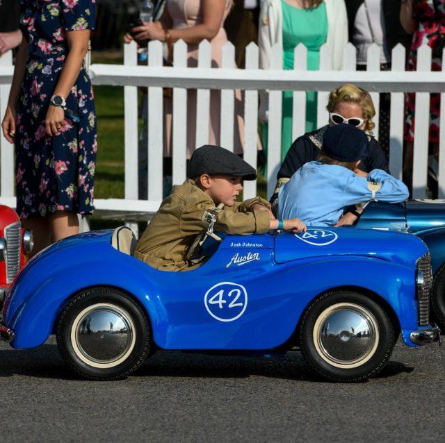 A few from the Goodwood Revival yesterday.  . . #motorsport #goodwoodrevival #britishmotosport #vintage #vintagecar #goodwoodmotorcircuit #vintagestyle